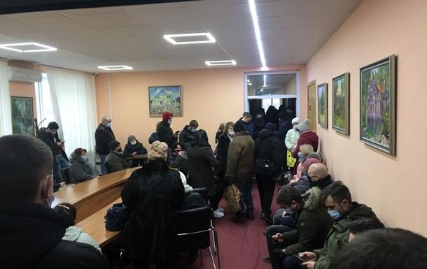 Під Києвом інвестори житлового комплексу штурмували приймальню мера