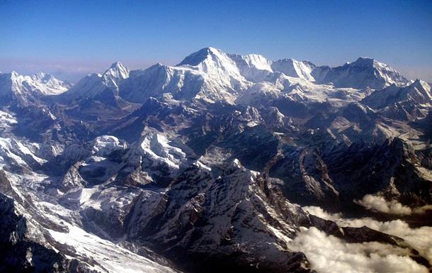 Еверест виявився ще вищим. Як це сталося
