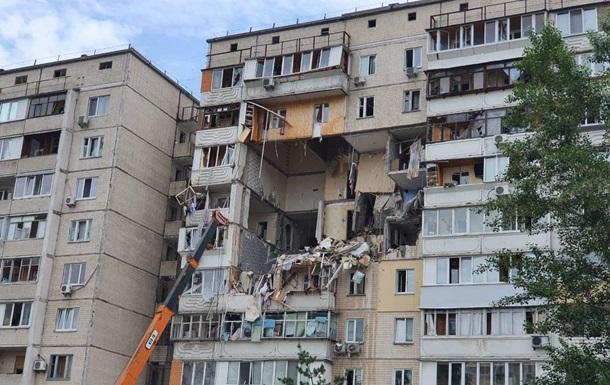 Пострадавший от взрыва дом на Позняках начали демонтировать