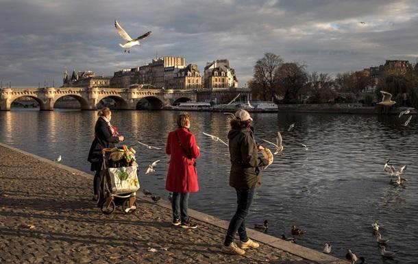 Франція вводить комендантську годину через пандемію