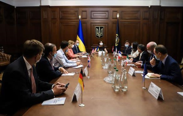 Посли  Великої сімки ЄС , керують  незалежною державою  Україна