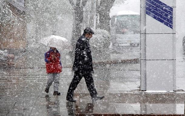Погода на вихідні: дощ і мокрий сніг
