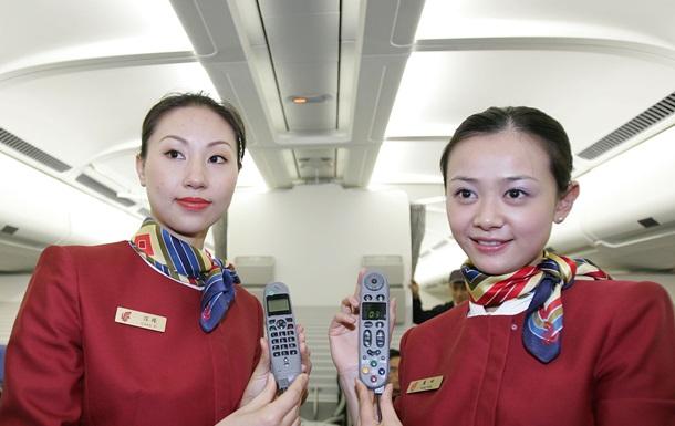 Китайським стюардесам порадили носити підгузки