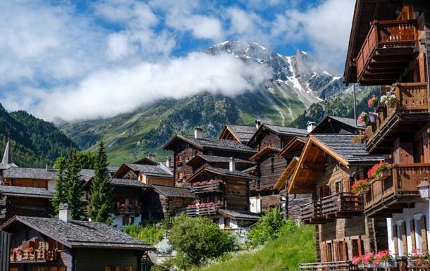 Власти Швейцарии примут новые меры по борьбе с COVID-19
