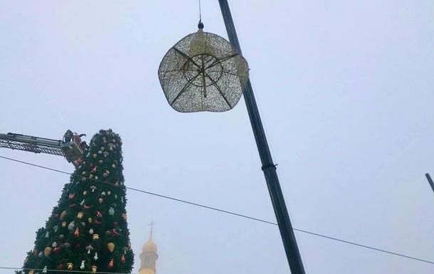 Главная елка Украины осталась без шляпы
