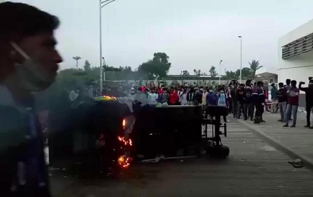 Рабочие разгромили завод производителя iPhone