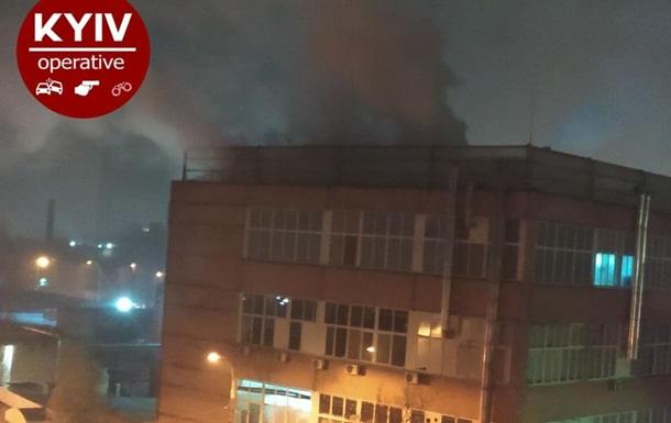 В Киеве загорелся витаминный завод