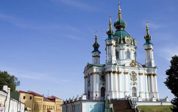 В Андріївській церкві в Києві провели перше після реставрації богослужіння