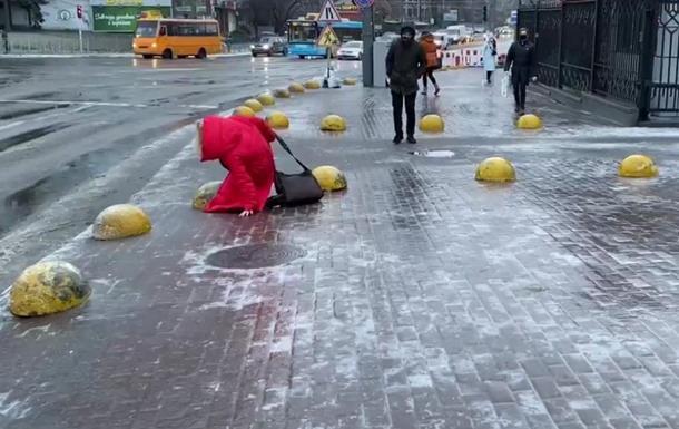У Києві за вихідні понад 1300 людей отримали травми через ожеледицю