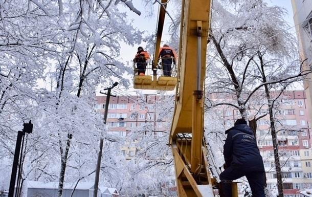 В Черниговской области ледяной дождь обесточил более 200 сел