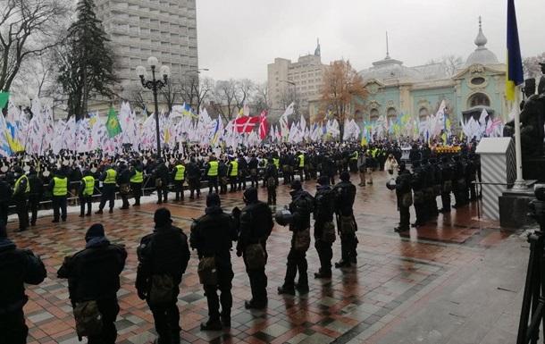 У Києві протестувальники рухаються на Майдан
