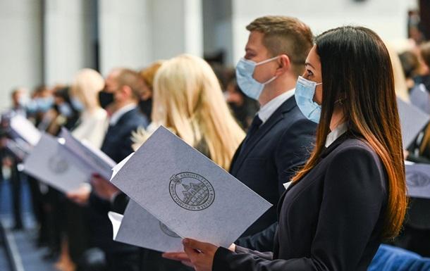 В Киеве приняли присягу более 230 судей
