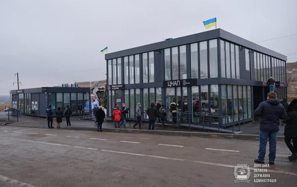 На КПВВ Новотроицкое начал работу сервисный центр