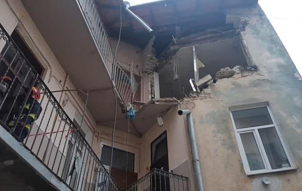 Во Львове взрыв разрушил стену дома, есть пострадавшие