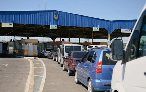 На українсько-румунському кордоні утворилася величезна черга