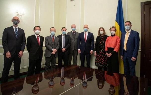 Шмигаль обговорив поставки COVID-вакцин з послами G7