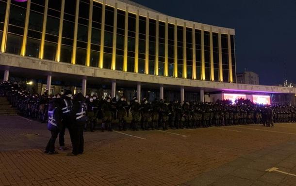 Силовики оточили Палац Україна в Києві