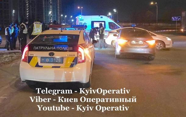 В Киеве водитель протаранил автомобиль полицейских