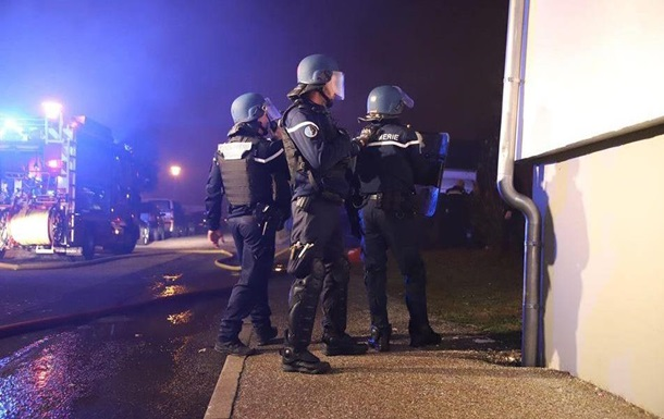Во Франции при стрельбе погибли трое полицейских