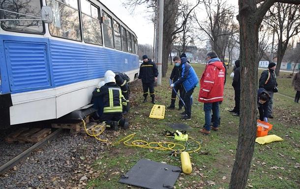 В Николаеве спасли попавшего под трамвай пешехода