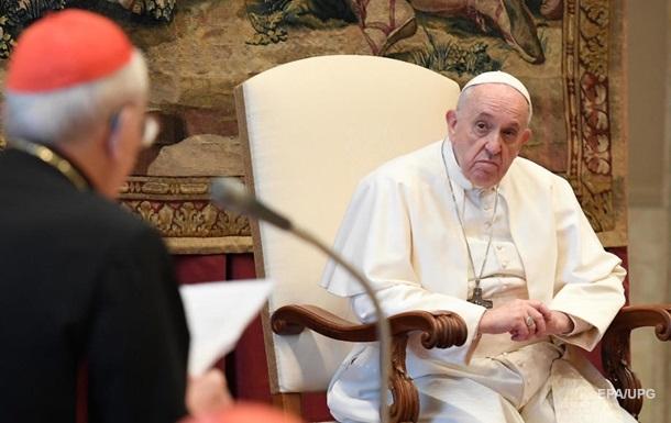 Папа Римский вновь  лайкнул  пикантное фото модели