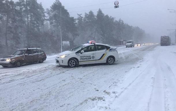 В Украине из-за снегопадов случилось более 1000 ДТП за день