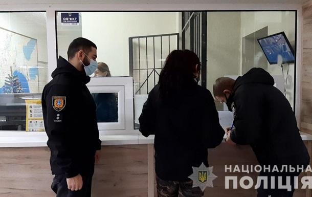 В центре Одессы молодая женщина с ножом напала на незнакомца