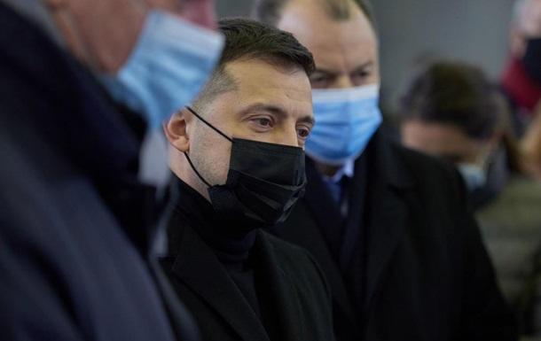 В Запорожье Владимир Зеленский осмотрел предприятия и мост