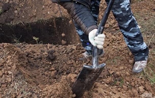 В Кременчуге родственницу чиновника похоронили в 'занятую' могилу
