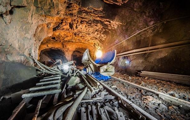 На Луганщині стався обвал на шахті: під завалами люди