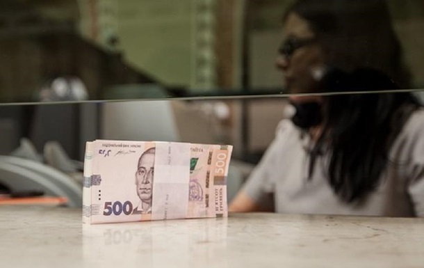 Средняя зарплата в Украине упала почти на 200 грн