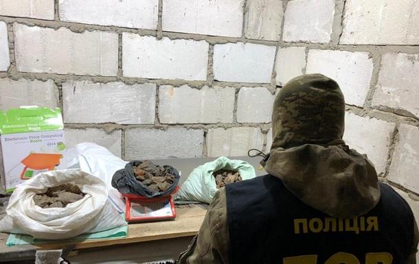На Ровенщине провели обыски у копателей янтаря