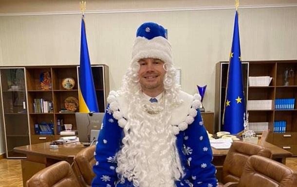 Нарядившийся в Санта Клауса Малюська рассказал о  тюремной реформе
