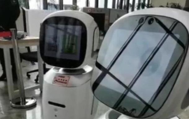В Китае  поссорились  роботы-библиотекари