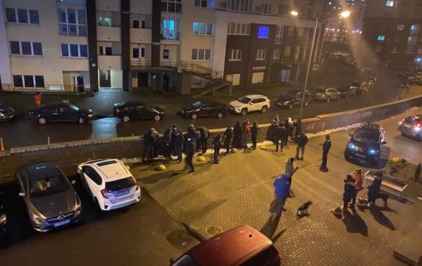 В Минске силовики задерживали людей во дворах