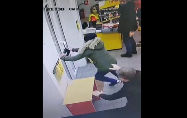 В Запорожье стреляли в охранника супермаркета