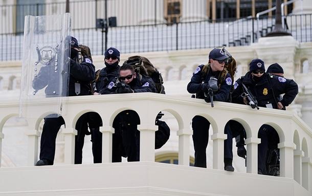 Бойцы спецназа вошли в здание Конгресса США.