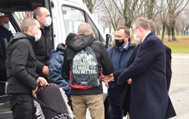 В Украину вернулись осужденные в Ливии моряки