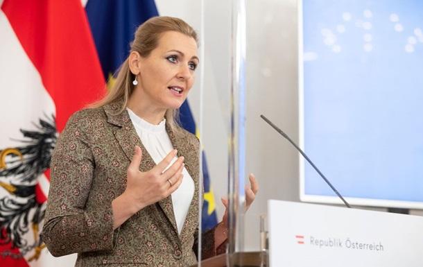 Австрійський міністр пішла у відставку через звинувачення у плагіаті