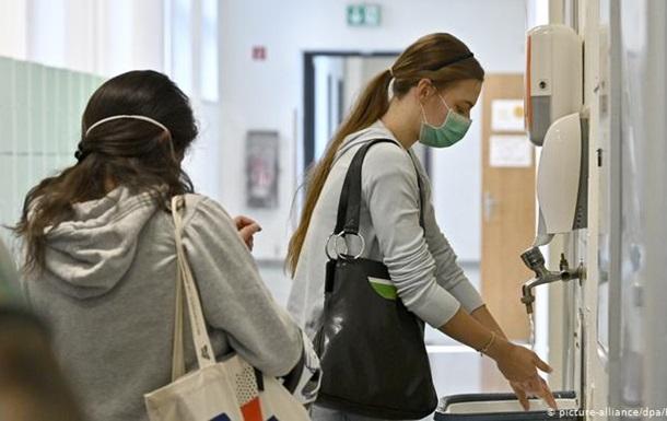 В Австрії планують щотижневі тести на коронавірус для школярів