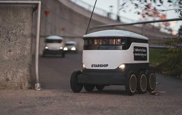 Британец сделал предложение с помощью робота