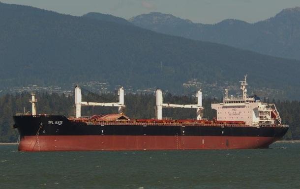 Возле Малайзии застряло судно с больными украинцами на борту