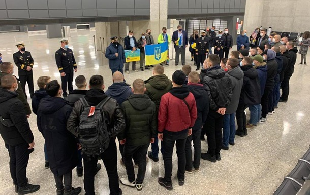 Украинские моряки прибыли в США для тренировок на катерах Island