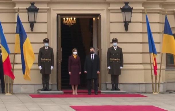 В Киеве началась встреча Зеленского с Санду