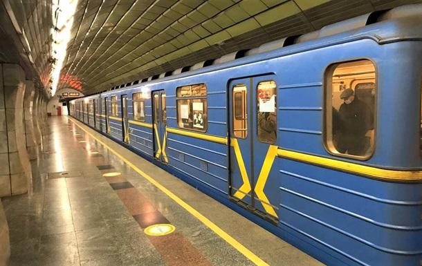 Пасажиропотік у метро Києва впав на 56%
