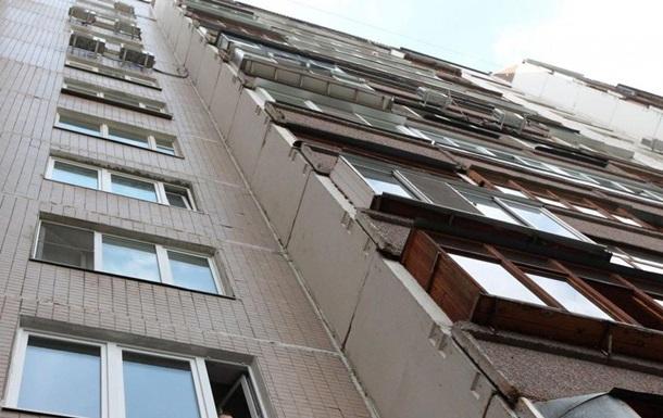 В Одессе мужчина выбросился с восьмого этажа и остался жив