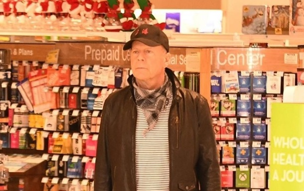 Брюса Уиллиса без маски выгнали из аптеки