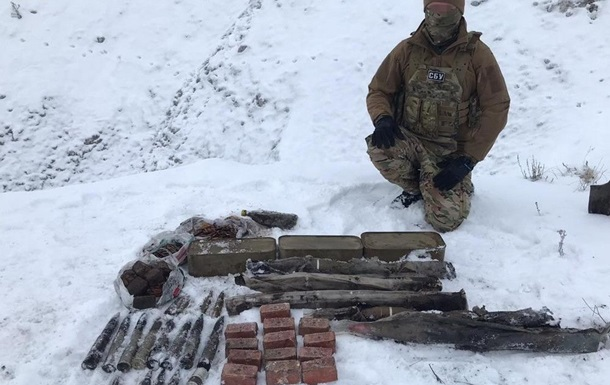 У Луганській області виявили схованку зі зброєю