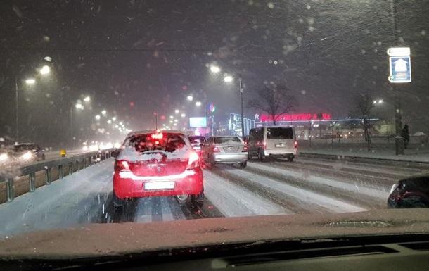 Киев засыпает снегом. Фоторепортаж