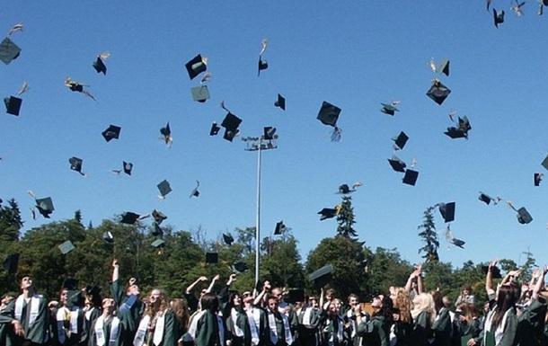 Українських студентів позбавили червоних дипломів